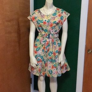 Dresses & Skirts - Cute floral dress